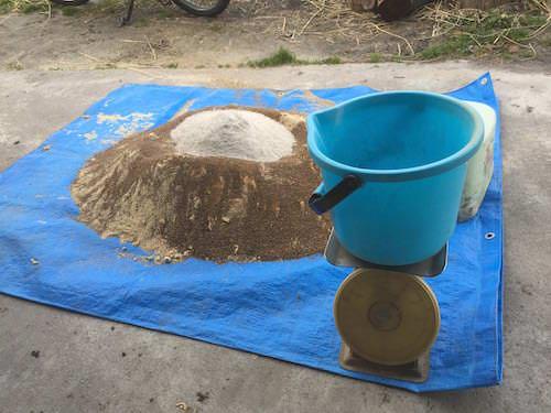 土着菌で米ぬかぼかし肥料を作る