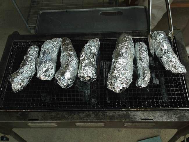 BBQコンロで炭火焼き- タケノコの丸焼き