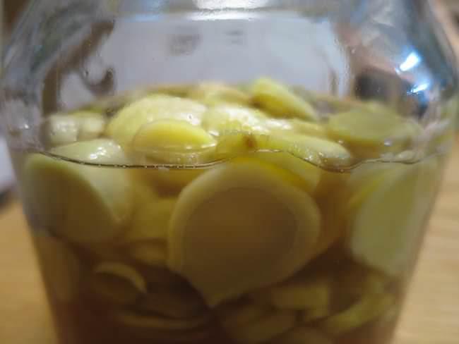ビンに入れて漬ける - 新生姜のはちみつ漬けの作り方