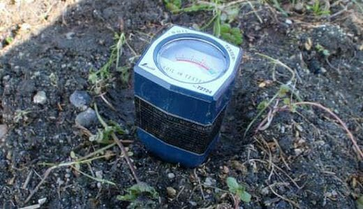 地面にブスッと挿すだけのpH測定器「シンワ測定の土壌酸度計A」