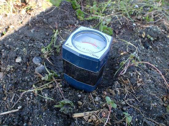 地面に刺して使う土壌酸度計(pH)