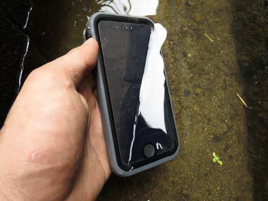 Catalyst装着でiPhone6を水洗い