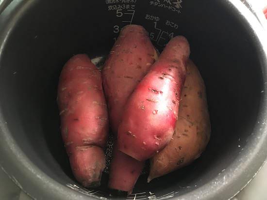 炊飯器で蒸しあがったサツマイモ