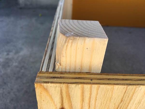 スムーズに重ねられるよう、角材の外側は斜め加工