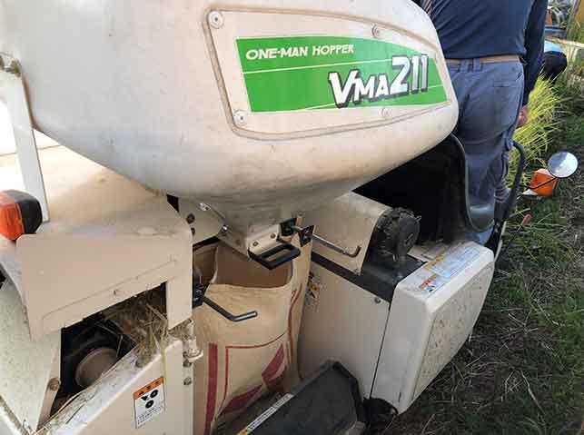 コンバインのタンクに脱穀された籾が貯まる